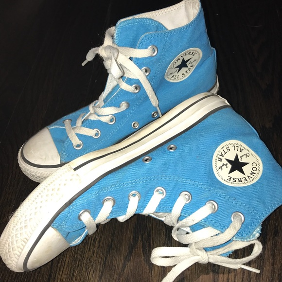 f4ef680afadc Converse Shoes - Blue Hightop Converse Sneakers USED